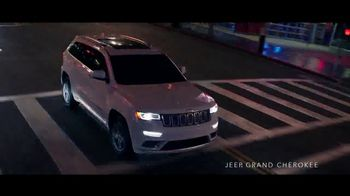 Jeep Labor Day Sales Event TV Spot, 'The Freedom to Do It All' Song by Jeremy Renner [T2] - Thumbnail 3