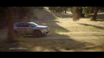 Jeep Labor Day Sales Event TV Spot, 'The Freedom to Do It All' Song by Jeremy Renner [T2] - Thumbnail 4