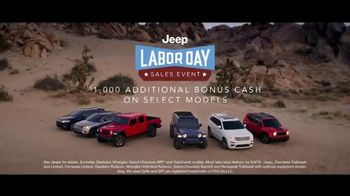 Jeep Labor Day Sales Event TV Spot, 'The Freedom to Do It All' Song by Jeremy Renner [T2] - Thumbnail 6