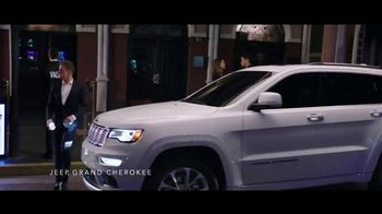 Jeep Labor Day Sales Event TV Spot, 'Grand Party' Featuring Jeremy Renner [T2] - Thumbnail 2