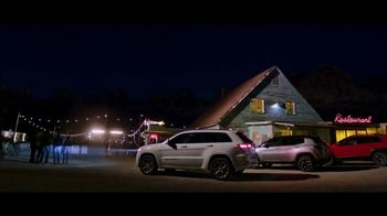 Jeep Labor Day Sales Event TV Spot, 'Grand Party' Featuring Jeremy Renner [T2] - Thumbnail 6