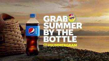 Pepsi TV Spot, 'Summergram: Bon-Fired Up' - Thumbnail 5