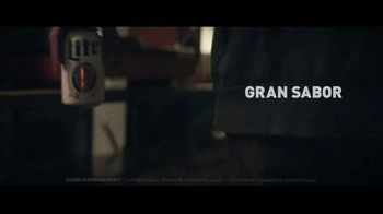 Miller Lite TV Spot, 'Vinilo: cero azúcar' canción de Lee Fields & The Expressions [Spanish]
