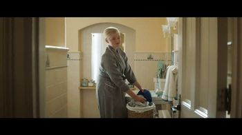 Downy Unstopables TV Spot, 'Aún está fresco' canción de Black Box [Spanish] - Thumbnail 2