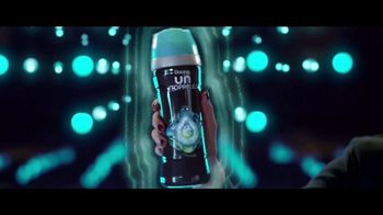Downy Unstopables TV Spot, 'Aún está fresco' canción de Black Box [Spanish] - Thumbnail 5