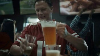 Buffalo Wild Wings $5 Gameday Specials TV Spot, 'High Five' - Thumbnail 4