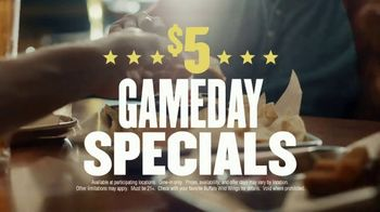 Buffalo Wild Wings $5 Gameday Specials TV Spot, 'High Five' - Thumbnail 5