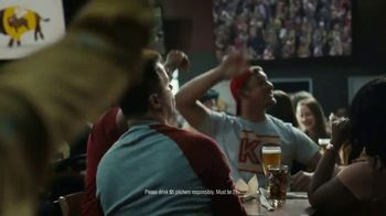 Buffalo Wild Wings $5 Gameday Specials TV Spot, 'High Five' - Thumbnail 6