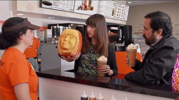 Dunkin' Cinnamon Sugar Pumpkin Signature Latte TV Spot, 'Carver'