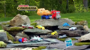 Transformers Cyberverse TV Spot, 'Armor Up' - Thumbnail 8