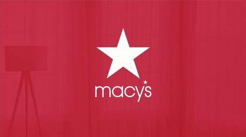 Macy's Venta del Día del Trabajo TV Spot, 'Mezcladoras, sábanas y equipaje' [Spanish] - Thumbnail 5