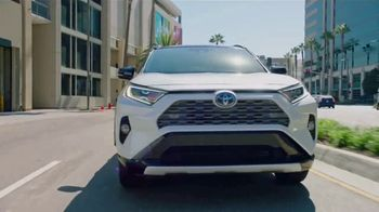 Toyota RAV4 TV Spot, 'Telemundo: Latin American Music Awards' con Silvestre Dangond [Spanish] [T1] - Thumbnail 8