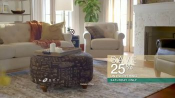 La-Z-Boy Super Saturday Sale TV Spot, 'Family Photo: 25 Percent' - Thumbnail 4