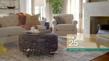 La-Z-Boy Super Saturday Sale TV Spot, 'Family Photo: 25%' - Thumbnail 4