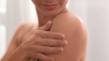 Aveeno Skin Relief TV Spot, 'Say Goodbye to Extra Dry Skin & Hello to Healthy Skin' - Thumbnail 5