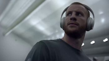 Bose Noise Cancelling Headphones 700 TV Spot, 'Heads Up Play: Carson Wentz' - Thumbnail 4