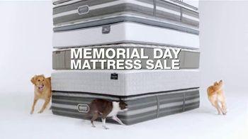 Macy's Memorial Day Mattress Sale TV Spot, 'Queen Mattresses' - Thumbnail 2