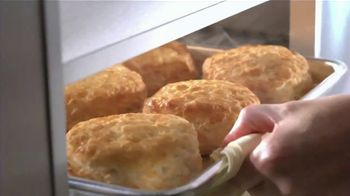 Bojangles' Eight Piece Tailgate Special TV Spot, 'Feed the Whole Family' - Thumbnail 4