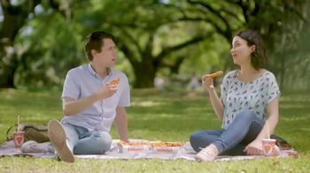 Popeyes Hot Honey Crunch Tenders TV Spot, 'Picnic' - Thumbnail 4