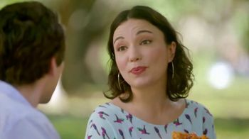 Popeyes Hot Honey Crunch Tenders TV Spot, 'Picnic' - Thumbnail 5