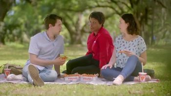 Popeyes Hot Honey Crunch Tenders TV Spot, 'Picnic' - Thumbnail 8