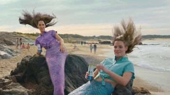 BON & VIV Spiked Seltzer TV Spot, 'By Any Ocean' - Thumbnail 4