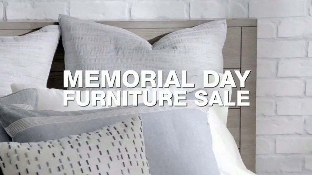 Macy's Memorial Day Furniture Sale TV Commercial, 'Last Days'
