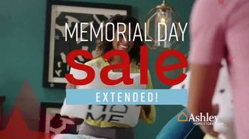 Ashley HomeStore Memorial Day Sale TV Spot, 'Extended: Bed and Sofa' Song by Midnight Riot - Thumbnail 3