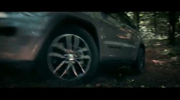 Jeep Memorial Day Sales Event TV Spot, 'Legend of the Grand Cherokee' Song by The Kills [T2] - Thumbnail 2