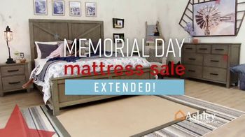 Ashley HomeStore Memorial Day Mattress Sale TV Spot, 'Extended: Any Size for a Twin' Song by Midnight Riot - Thumbnail 3