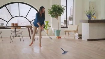 Bona Quick Clean System TV Spot, 'Relax and Enjoy' - Thumbnail 5