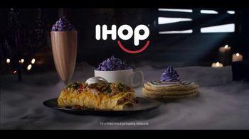IHOP The Addams Family Menu TV Spot, 'Addams Family Outing' - Thumbnail 8