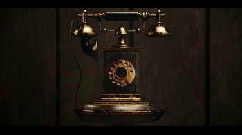 IHOP The Addams Family Menu TV Spot, 'Llamada telefónica' [Spanish] - Thumbnail 1