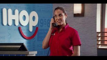 IHOP The Addams Family Menu TV Spot, 'Llamada telefónica' [Spanish] - Thumbnail 8