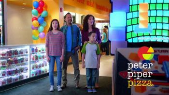 Peter Piper Pizza New York 3-Cheese Pizza TV Spot, 'Game Faces' - Thumbnail 1