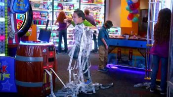 Peter Piper Pizza New York 3-Cheese Pizza TV Spot, 'Game Faces' - Thumbnail 2
