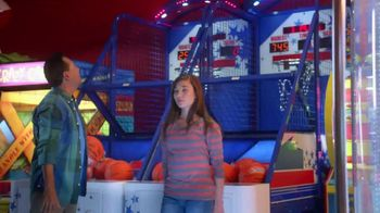 Peter Piper Pizza New York 3-Cheese Pizza TV Spot, 'Game Faces' - Thumbnail 3