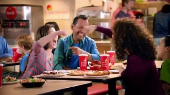 Peter Piper Pizza New York 3-Cheese Pizza TV Spot, 'Game Faces' - Thumbnail 6