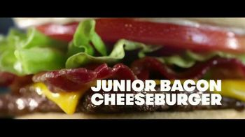Wendy's Baconfest TV Spot, 'Party: Free Junior Bacon Cheeseburger' - Thumbnail 7