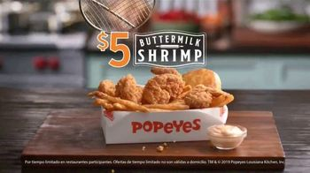 Popeyes $5 Buttermilk Shrimp TV Spot, 'Tan grande que no te atreverías a llamarlos camarones' [Spanish] - Thumbnail 7