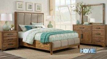 Rooms to Go Summer Sale and Clearance TV Spot, 'Cindy Crawford Bed Set' - Thumbnail 2