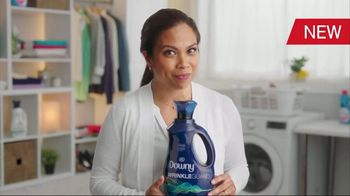 Downy WrinkleGuard TV Spot, 'All Day Wrinkle Protection'