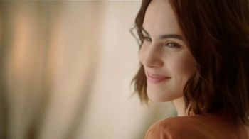 Glade Cashmere Woods TV Spot, 'Florecer' [Spanish] - Thumbnail 4