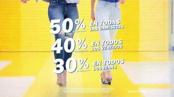 Old Navy TV Spot, 'Entona tu look de verano: camisetas, vestidos y jeans' canción de Kaskade [Spanish] - Thumbnail 7