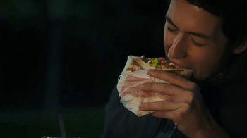 Taco Bell Triple Double Crunchwrap Box TV Spot, 'Lluvia de meteoritos' [Spanish] - Thumbnail 4