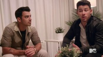 2020 Toyota Corolla TV Spot, '2019 VMAs: New Jersey Playlist' Featuring The Jonas Brothers [T1] - Thumbnail 6