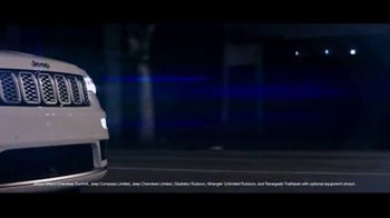 Summer of Jeep TV Spot, 'Grand Party' Featuring Jeremy Renner [T2] - Thumbnail 3