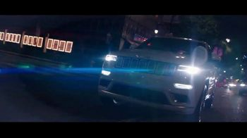 Summer of Jeep TV Spot, 'Grand Party' Featuring Jeremy Renner [T2] - Thumbnail 4