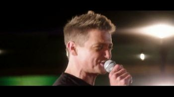 Summer of Jeep TV Spot, 'Grand Party' Featuring Jeremy Renner [T2] - Thumbnail 7
