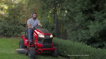 Lowe's Labor Day Savings TV Spot, 'Show Your Yard Who's Boss: Craftsman Gas Blower' - Thumbnail 4